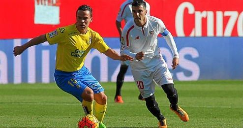 Roque Mesa, en un partido de Liga ante el Sevilla.