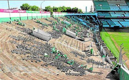 Esta semana comenzará a demolerse una de las gradas más representativas del Villamarín.
