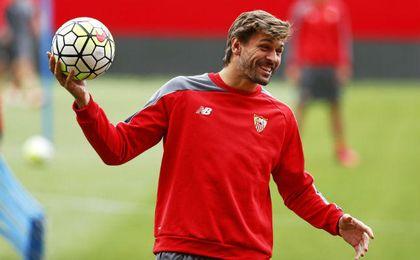 Llorente, entrenándose con el Sevilla.