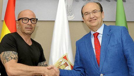 Sampaoli y Castro rubrican su vinculación.