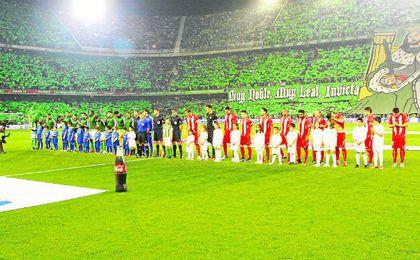 Esta imagen, con aficionados del Sevilla en el Villamarín, podría no producirse este año.