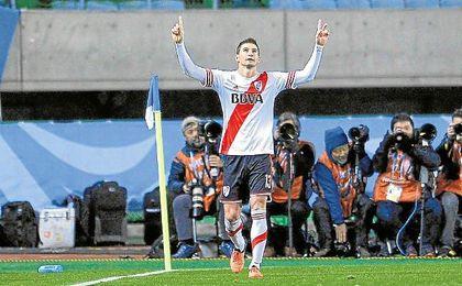 Lucas Nicolás Alario (Tostado, 08-10-1992) celebra uno de los 17 goles anotados con River en 36 partidos.