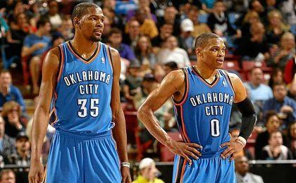 Durant (izquierda) y Westbrook en un partido de NBA.