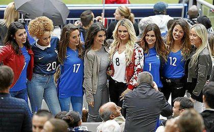 Parejas de varios futbolistas de la selecci�n francesa durante esta Eurocopa.