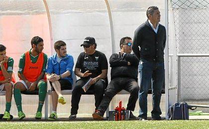 Alonso Ramírez, en el banquillo del Pedrera la temporada pasada.