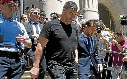 Leo Messi a su salida de la Audiencia Provincial de Barcelona.