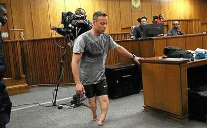 Pistorius dispar� a su novia en cuatro ocasiones al confundirla con un intruso.