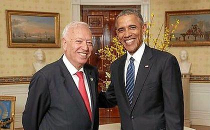 Obama posa junto a García-Margallo, Ministro de asuntos exteriores español.