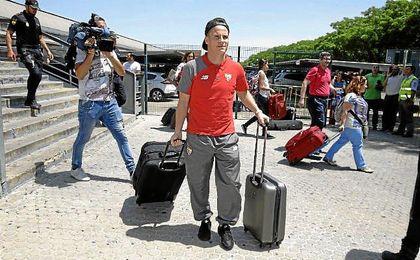 K�vin Gameiro llegando a la estaci�n de Santa Justa en el mes de mayo.
