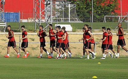 El Sevilla disputará seis partidos preparatorios antes de los encuentros de las supercopas.