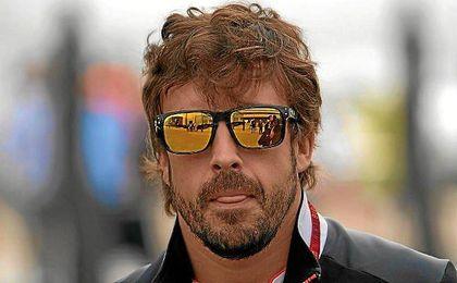 Alonso, en el paddock de Silverstone.