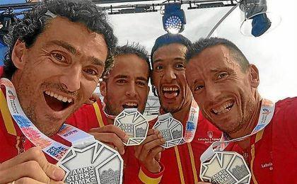 El equipo de media maratón, con la plata cosechada.