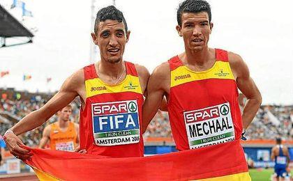 Fifa y Mechaal posan tras conseguir el doblete en 5.000 metros.