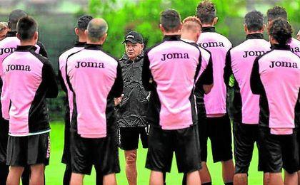 Davide Ballardini, técnico del Palermo, le ha prometido a Franco Vázquez que no le hará arriesgar.