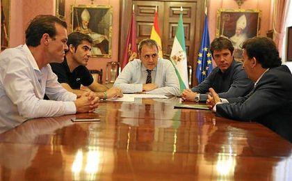 David Guevara, Fernando Moral, Ángel Haro, José Miguel López Catalán y Rafael Salas, en el Ayuntamiento.