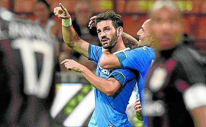 Riccardo Saponara celebra su gol al Milan de Suso en la segunda jornada del último curso.