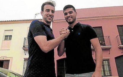 Juande y Andr�s Randado, historia viva del f�tbol lebrijano, posaron para ESTADIO.