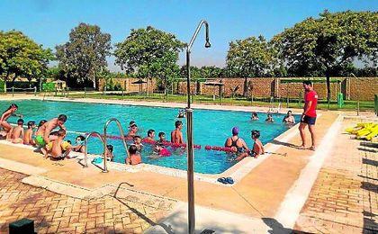 Los cursos de natación se abren paso en Guillena.