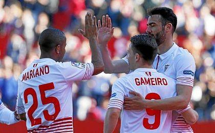 Mariano, Gameiro e Iborra son tres de los futboliostas por los que han llegado ofertas a Nervión.