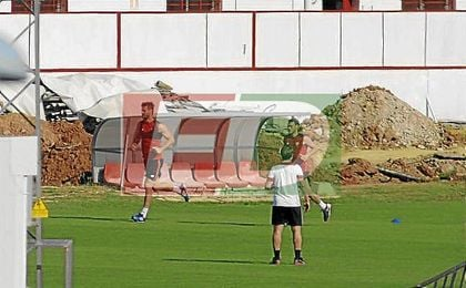 Llorente y Cristóforo entrenan en solitario en la ciudad deportiva sevillista.