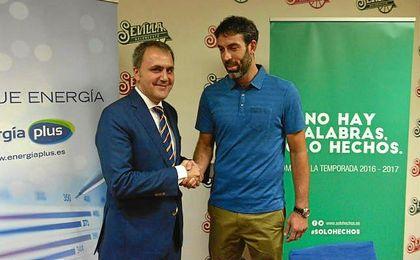 Berni Rodr�guez y Fernando Moral durante la presentaci�n del nuevo director deportivo.