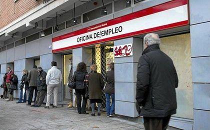 El paro se ha reducido un 11,1%, con 574.300 desempleados menos en el último año.