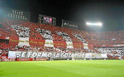 La afición sevillistas antes del Sevilla-Betis de la pasada Copa.