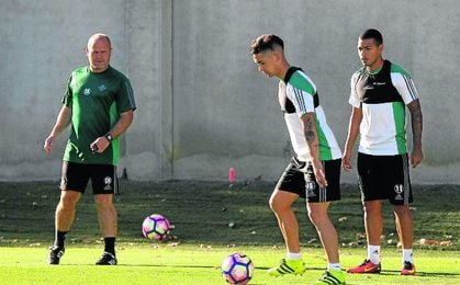 Felipe Guti�rrez y Nahuel, dos de los causantes de que el plantel haya bajado su promedio.