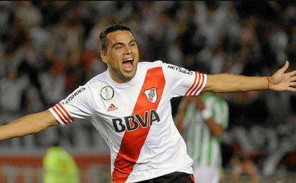 El lateral argentino llegará mañana a Sevilla.