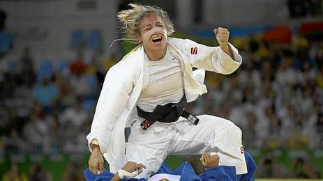 Laura Gómez celebra su triunfo sobre turca Babamuratova.