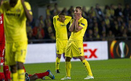 Roberto Soldado se lamenta en el encuentro ante el Liverpool.