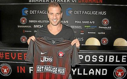 Van der Vaart, en su presentación con el Midtjylland.