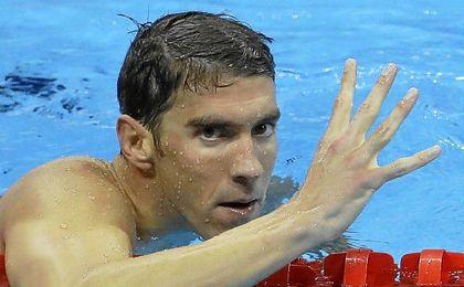 Michael Phelps alude a su condición de histórico con un ´4´.