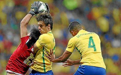 Rodrigo Caio jugará hoy los cuartos de final con Brasil en los Juegos Olímpicos.