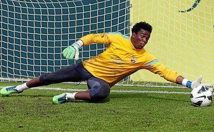 Ondoa, durante un entrenamiento con el Barça.