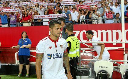 Vitolo, instantes antes de arrancar el partido.