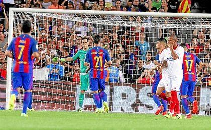 Bravo paró el penalti que puedo meter al Sevilla en el partido.