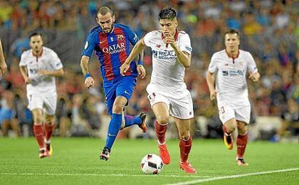 Correa, en un lance del partido con Aleix Vidal.