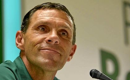 Gustavo Poyet, sonriente, durante la rueda de prensa.