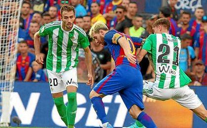 Pezzella, en un lance del partido ante Messi.