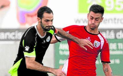 El central Alberto, capitán del Estrella, lleva tres goles; en la imagen, en el amistoso con el Alcalá.