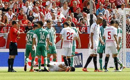 Imagen del derbi de Liga entre el Sevilla y el Betis de la temporada pasada.