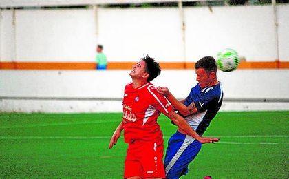 Alcalá y Utrera disputaron uno de los pocos duelos entre equipos sevillanos de Tercera este verano.