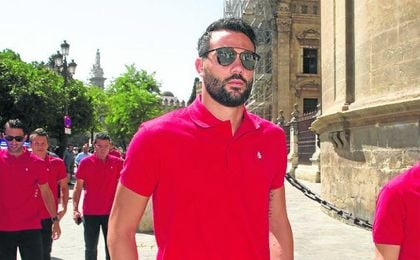 Iborra est� muy a gusto en el Sevilla, pero la oferta del Sunderland es muy importante.
