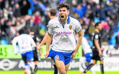 Leandro Cabrera celebra un gol con el Zaragoza.