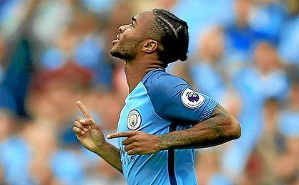 Sterling celebra su gol con el City.