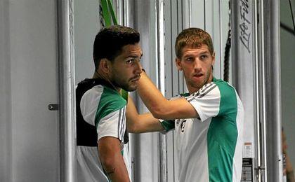 Brasanac entrena el gimnasio junto con Petros.