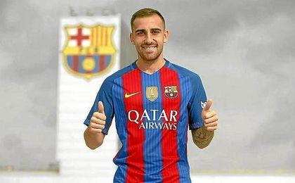 Alcácer posa con la camiseta del Barcelona.