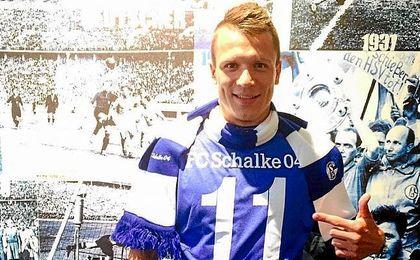 Konoplyanka posa en las instalaciones del Schalke.