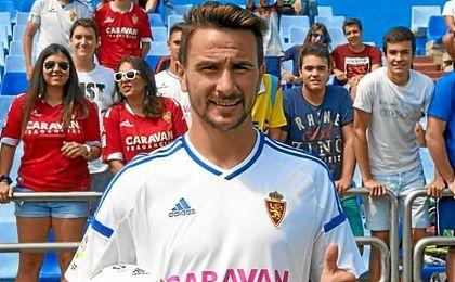 Juan Muñoz, durante su presentación con el Real Zaragoza.